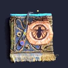 gift-medicine-blue-bee
