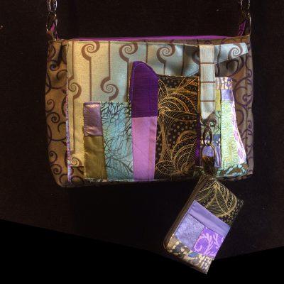 Matching zippered coin purse.
