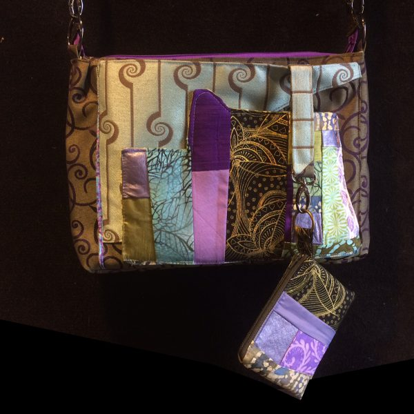Matching zippered coin purse.