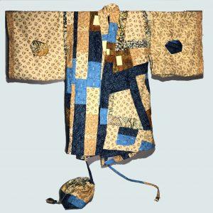 Decorative sleeve pockets in this kimono style jacket